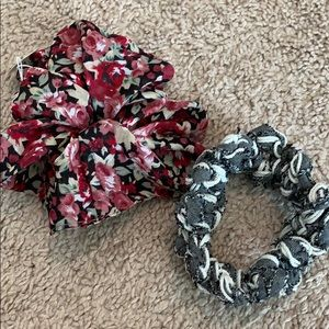 2 hair bands - new. Never worn.